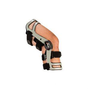 BREG-ORTEZA KOLANA AXIOM-D ELITE. Konstrukcja zegara połączona z obejmą podkolanową dynamicznie kontroluje ustawienie piszczeli względem uda.