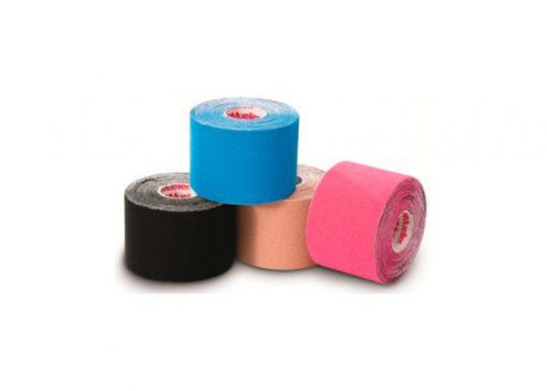 Mueller - Kinesiology Tape. Taśmy Kinesiology firmy Mueller wykonane są w 100% z wysokogatunkowej bawełny. Taśma jest elastyczna, przepuszczająca powietrze, dostosowuje się do ludzi skóry.